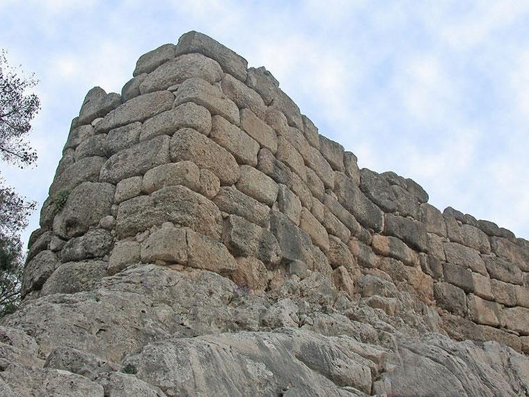 Циклопическая кладка в южных стенах Микен