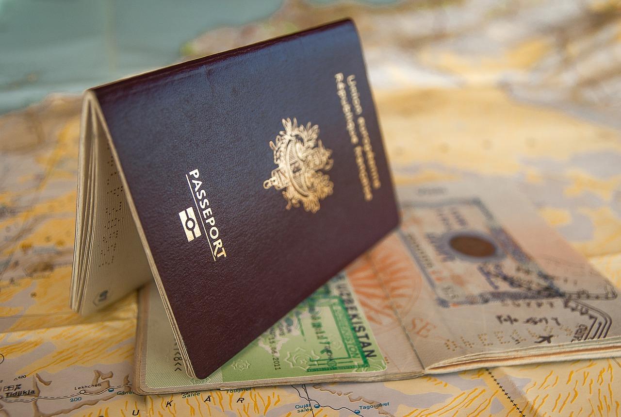 Виза в Грецию в 2019 году для россиян: нужна ли она для поездки, документы, цены и сроки
